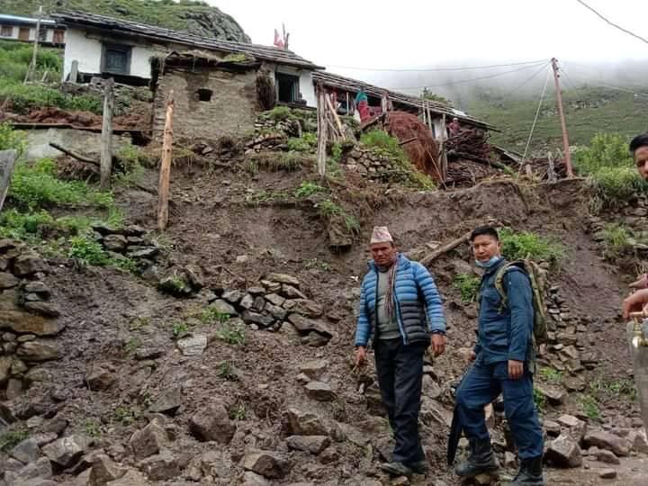 जुम्लाको हिमा गाउँपालिकाका १६ घर पहिरोको जोखिममा